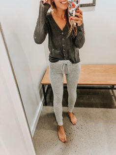 You guys picked this try on! Coming atcha with my American Eagle Fall Favorites in this post! They were killing it with all the fall colors in store today and I had so much fun (maybe too much? See my stories) with this try on! Casual Outfits For Moms, Mom Outfits, Stylish Outfits, Cute Outfits, Vacation Outfits, American Eagle Outfits, American Eagle Sweater, American Eagle Shorts, Fashion 101