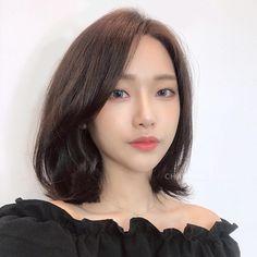 모즈펌 Lob Hairstyle, Pretty Hairstyles, Braided Hairstyles, Korean Short Hair, Short Hair Cuts, Ulzzang Hair, Middle Hair, Shot Hair Styles, Hair 2018