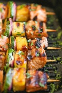 Asian Salmon Kabobs - These salmon kabobs are easy to make, hearty, light and healthy. And they're packed with tons of vibrant flavors! Fish Dishes, Seafood Dishes, Fish And Seafood, Salmon Dishes, Salmon Recipes, Asian Recipes, Healthy Recipes, Easy Recipes, Lobster Recipes