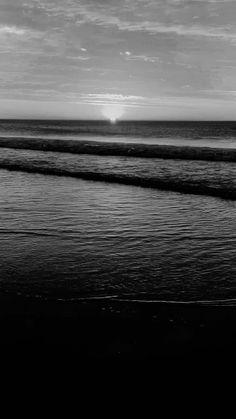 Gray Aesthetic, Night Aesthetic, Beach Aesthetic, Black And White Aesthetic, Aesthetic Movies, Aesthetic Pictures, Black Phone Wallpaper, Ocean Wallpaper, Dark Wallpaper