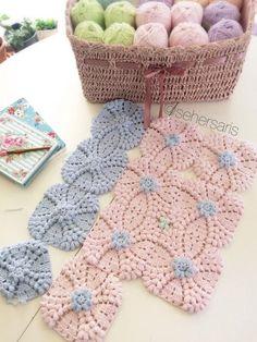 Transcendent Crochet a Solid Granny Square Ideas. Inconceivable Crochet a Solid Granny Square Ideas. Mode Crochet, Crochet Home, Crochet Crafts, Yarn Crafts, Crochet Projects, Diy Crafts, Crochet Motifs, Crochet Blocks, Crochet Squares