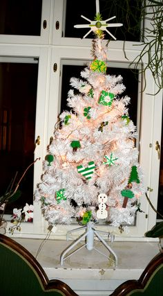Kids' Xmas Tree with white and green LEGO® decorations.
