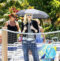Gwen Stefani and her parasol