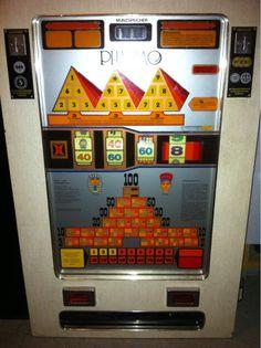 Spielautomat  Funtionsfähig (DM) Mit Schlüssel und Wandhalterung