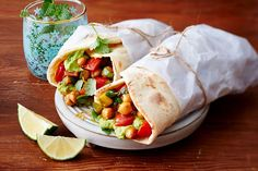 Gemüse-Avocado-Wrap mit Naan-Brot Rezept | LECKER