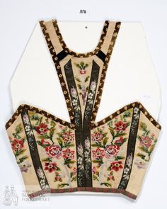 Norsk Institutt for Bunad og Folkedrakt - Fotograf Nilsen, Ragni Engstrøm Spanish Costume, Mexican Costume, Folk Costume, Folk Embroidery, Indian Embroidery, Hand Embroidery Designs, Embroidery Stitches, Handbags Online Shopping, Fancy Blouse Designs