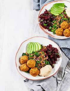 Falafel and Hummus Bowl with Beetroot Recipe Check out this colourful vegan bowl with fragrant falafel, crunchy beets and warm grains. This easy recipe is a simple yet stylish midweek meal for two Quick Vegan Meals, Vegan Recipes Easy, Vegetarian Recipes, Easy Meals, Chef Recipes, Recipes Dinner, Potato Recipes, Baked Beetroot, Recipes
