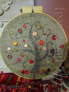 őszi fa - gombokból (life {illustrated}: Burlap and Button Autumn Art) Inspiration For Kids, Autumn Inspiration, Autumn Ideas, Button Tree Art, Button Cards, Embroidery Hoop Art, Autumn Art, Craft Projects, Craft Ideas