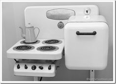 This sweet vintage stovetop and oven form the 1920's would so perfect for a vardo.