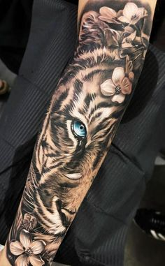 29 super Ideas for tattoo arm tiger awesome tattoo ideen Tiger Hand Tattoo, Hand Tattoos, Tiger Tattoo Sleeve, Sexy Tattoos, Body Art Tattoos, Tattoo Arm, Tatoos, Japanese Tiger Tattoo, Arm Tattoos Tiger