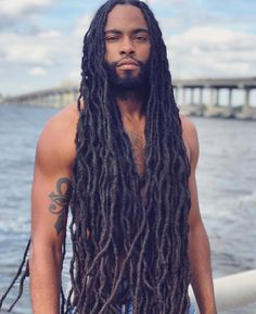 Male dreadlocks, their features and photos of unusual options Gorgeous Black Men, Handsome Black Men, Beautiful Men, Dreadlock Hairstyles For Men, Dreadlock Styles, Hairstyles Men, Dreadlocks Men, Rasta Dreads, Natural Hair Styles