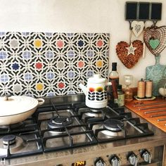 The delightful Haban decor wall tile adds colour, pattern and style with a fun vintage feel to this gorgeous kitchen by The accessories bring this space to life. Interior Design Kitchen, Kitchen Decor, Wood Effect Tiles, Kitchen Appliances, Kitchens, Colorful Decor, Wall Tiles, Interior Styling, Color Splash
