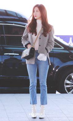 뽀뽀엄마(두부엄마) (@hyun_and_dubu) | ทวิตเตอร์ Sooyoung, Yoona, Blackpink Fashion, Fashion Idol, Fashion Outfits, Korean Airport Fashion, Korean Fashion Trends, Classy Business Outfits, Yuri