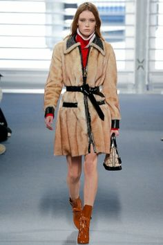 Louis Vuitton Autumn-Winter 2014 ready-to-wear show: http://glamour.nl/jzrmmhmj7