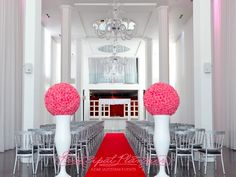 I love this simple aisle, with the boldness of the two aisle arrangements, FAB!
