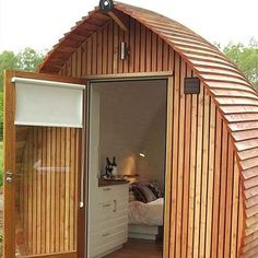 Loch Ness Armadillas built out of sustainably harvested larchwood for a glamping resort in Scotland&; Loch Ness Armadillas built out of sustainably harvested larchwood for a glamping resort in Scotland&; Yulia Lyubimenko julkajl For the […] Mini Cabins, Log Cabins, Garden Office, Tiny Spaces, Tiny House Living, Tiny House Design, Cottage Design, Little Houses, Design Case