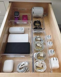 44 Smart Small Apartment Decorating Ideas On A Budget ⋆ neverendingfood.me ideas organization 44 Smart Small Apartment Decorating Ideas On A Budget Small Apartment Organization, Home Organisation, Kitchen Organization, Organization Hacks, Organization Ideas For Bedrooms, Charger Organization, Dresser Drawer Organization, Storage Ideas, Organizing Dorm Rooms