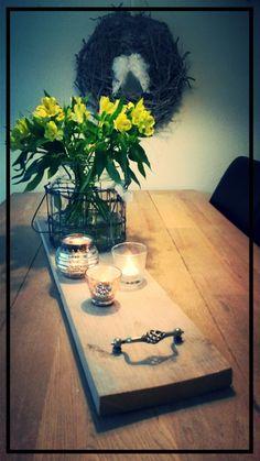 Stijger houten plank leuke handgrepen erop maken en je hebt een mooi simpel dienblad. Leuk voor decoratie of eventueel als kaasplank te gebruiken.