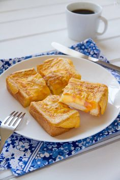 frying pan toast with ham and cheese Pan Fried Bread, Ham And Eggs, Toast Sandwich, Asia, Breakfast Menu, Ham And Cheese, I Foods, Cravings, French Toast