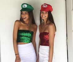50 einfache Halloween-Kostümideen 50 Simple Halloween Costume Ideas 50 Simple Halloween Costume Ideas If you're looking for simple and sexy Halloween costume ideas, here are some of the best. Meme Costume, Duo Costumes, Mario Costume, Purim Costumes, Zombie Costumes, Homemade Costumes, Homemade Halloween, Mario And Luigi Halloween Costume, Mario Kart Costumes
