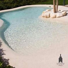32 Awesome Natural Small Pools Design Ideas Best For Private Backyard Pools For Small Yards, Small Backyard Pools, Backyard Water Feature, Backyard Pool Designs, Swimming Pools Backyard, Swimming Pool Designs, Pool Landscaping, Beach Entry Pool, Beach Pool