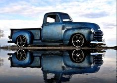 Chevy trucks aficionados are not just after the newer trucks built by Chevrolet. They are also into oldies but goodies trucks that have been magnificently preserved for long years. Gmc Trucks, Cool Trucks, Pickup Trucks, Cool Cars, Chevy C10, Chevy Pickups, Classic Chevy Trucks, Classic Cars, Chevy Classic