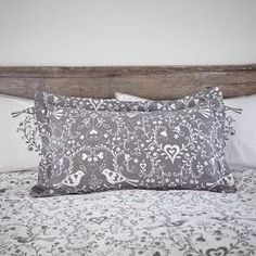 Designed with an oxford style border, this pillowcase from the exclusive Jan Constantine collection has been crafted from cotton with a 200 thread count fo.