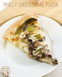 Philly Cheesesteak Pizza - This delicious philly cheesesteak pizza is easy to make and is soooo good! Philly Cheesesteak Pizza - This delicious philly cheesesteak pizza is easy to make and is soooo good! Pizza Recipes, Beef Recipes, Cooking Recipes, Healthy Recipes, Calzone, Dinner Entrees, Dinner Recipes, Holiday Recipes, Perfect Pizza