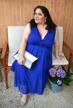 La bellissima Marged di Diva delle Curve che indossa un elegantissimo abito da cerimonia color blu... uno dei miei colori preferiti!!