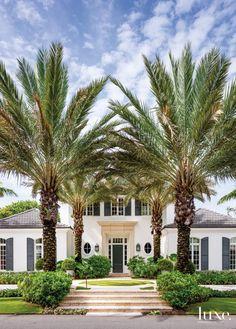 A Contemporary Palm Beach Home with a British Colonial Feel Colonial Exterior, Exterior Design, Modern Exterior, British Colonial Decor, British West Indies, Palm Beach Florida, Palm Beach Gardens, Tropical Houses, Tropical Pool