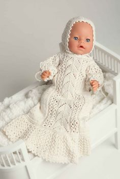 Dåpskjole og lue - Viking of Norway Knitting Dolls Clothes, Crochet Doll Clothes, Knitted Dolls, Doll Clothes Patterns, Clothing Patterns, Baby Born Clothes, Girl Doll Clothes, Baby Knitting, Crochet Baby