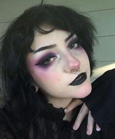 grunge makeup – Hair and beauty tips, tricks and tutorials Gothic Makeup, Punk Makeup, Makeup Art, Beauty Makeup, Hair Makeup, Makeup Style, Goth Eye Makeup, Grunge Goth, Grunge Style