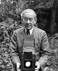 Lewis Wickes Hine (September 1874 Oshkosh, Wisconsin– November was an American sociologist and photographer. Hine used his camera as a tool for social reform. His photographs were instrumental in changing the child labor laws in the United States. Documentary Photographers, Famous Photographers, Ellis Island, Lewis Wickes Hine, Henry Cartier Bresson, Old Photos, Vintage Photos, Empire State Building, Gordon Parks