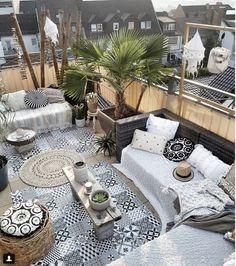 Bohemian Deco: must put into perspective . - (Im) perfect, Bohemian Deco: must put into perspective . - (Im) perfect Balcony Design, Patio Design, Outdoor Rooms, Outdoor Living, Outdoor Decor, Outdoor Patios, Outdoor Kitchens, Gazebos, Wooden Greenhouses