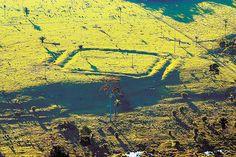 Estrutura no município de Acrelândia, no Acre Um dos geoglifos da Amazônia; marcas no solo estão ligadas a sítios arqueológicos