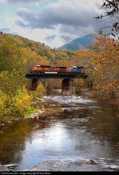 RailPictures.Net Photo: BNSF 1077 Burlington Northern Santa Fe GE C44-9W (Dash 9-44CW) at Wabun, Virginia by Troy Nolen