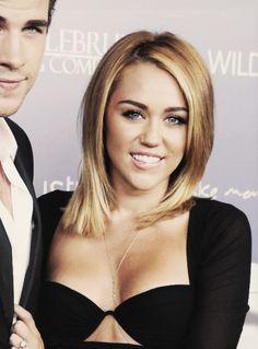 The old Miley Cyrus rocked the long bob! Miley Cyrus 2012, Miley Cyrus Hair, Cut My Hair, New Hair, Hair Cuts, Daniel Golz, Britney Spears, Clavicut, Medium Hair Styles