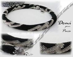 Spirale mailles serrées en R15 - grille russe, trouvée sur le net. Seed Bead Necklace, Crochet Necklace, Beaded Necklace, Beaded Bracelets, Bead Crochet Rope, Diy Crochet, Beaded Jewelry Patterns, Peyote Patterns, Bijoux Diy