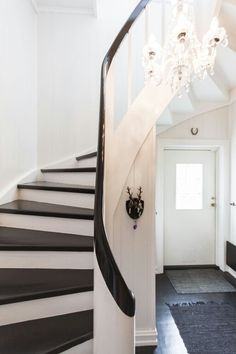 Stairs / black and white / old design House Stairs, Design Thinking, Box Design, Oversized Mirror, Safari, New Homes, Flooring, Black And White, Architecture