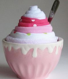 Cute baby shower idea, different from the diaper cake and basket