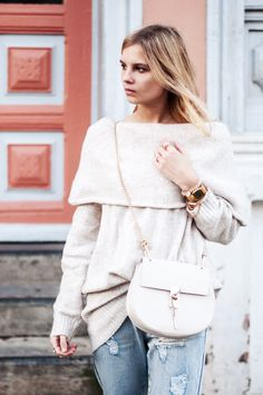 Coziest Sweater ever by H&M: Offshoulder Pullover, Chloe Drew Bag beige, boyfriend Jeans by Minkpink - Hamburg, Streetstyle, Outfit, Blogger