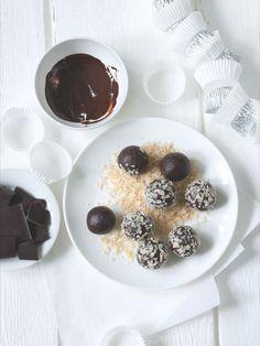 Pralinky naskládejte do papírových košíčků a máte další druh cukroví k dobru! Chocolate Fondue, Food, Essen, Meals, Yemek, Eten