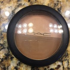 Mac contour Selling a Mac contour set. Used three times. Not my color Makeup