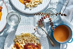 Dušená kuřecí stehna s tradiční paprikovou smetanovou omáčkou servírujte nejlépe s vařenými kolínky, do kterách lahodná omáčka nateče a vy si tak dosytosti užijete její lahodnou chuť. #recept #ceskaklasika #kure #kurecimaso #maso #kurenapaprice #omacka #testoviny #kolinka #recipe #meat #chicken #chickenmeat #sauce #redpepper Czech Recipes, Measuring Spoons, Kitchen, Red Peppers, Cooking, Kitchens, Measuring Cups, Cuisine, Cucina