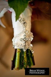 Love the idea of tying my rosary to my bouquet