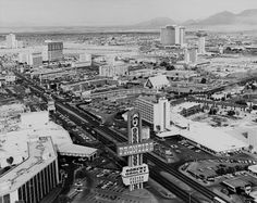 Las Vegas Strip 02/25/76 - look! Robert Goulet was playing at The Frontier!