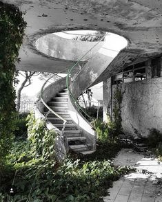 Abandoned After Dark Abandoned Buildings, Abandoned Mansions, Old Buildings, Abandoned Places, Abandoned Library, Abandoned Castles, Stairway To Heaven, Haunted Places, Stairways