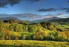 Beskydy - Valašsko Hory a lesy, krásná příroda a spousta aktivit a nápadů pro celý rok – to jsou hlavní důvody, proč se jezdí do Beskyd. Vydejte se kolem výhružné sochy boha Radegasta na bájnou horu Radhošť, v podhůří pak navštivte Kopřivnici, půvabný Štramberk přezdívaný Valašský Betlém anebo hrad Hukvaldy.http://www.kudyznudy.cz/kam-pojedete/severni-morava-a-slezsko/beskydy-a-valassko.aspx