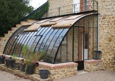 Greenhouse with shady shutters in Bar­ne­ville-Car­teret, France Pergola, Garden Structures, Outdoor Structures, English Cottage, Greenhouse Gardening, Earthship, House Extensions, Glass House, Future House