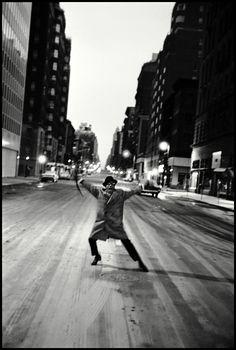 (December 1925 - May here Sammy Davis Jr. dances across Madison Avenue after his last show at The Copacabana, New York, Photographed by Burt Glinn. Sammy Davis Jr, Dean Martin, Humphrey Bogart, Classic Hollywood, In Hollywood, Blog Fotografia, Madison Avenue, Magnum Photos, Black And White Photography